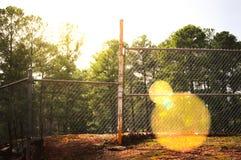 Bi-niveauomheining in het bospark Stock Afbeelding