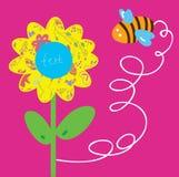 Bi- och blommahälsningen behandla som ett barn kortet Arkivfoto