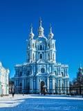 Biała barok koronka na błękitnych fasadach Rastrelli zdjęcia royalty free