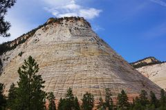 Biała krakingowa góra w zion jaru parku narodowym obrazy stock