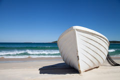 Biała łódź rybacka Obraz Royalty Free