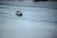 Biała łódź w morzu fotografia royalty free