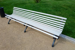 Biała ławka Zdjęcie Stock