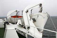 Biała życie łódź na oceanie obrazy royalty free