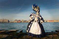 Biała Błękitna zamaskowana kobieta Obrazy Royalty Free