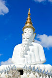 Biała Buddha statua przy Phasornkaew świątynią Obrazy Stock