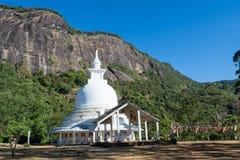 Biała buddist świątynia w górach Obraz Royalty Free