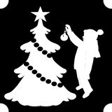 Biała cień sylwetka na czarnym tle, chłopiec ubiera w górę, dekoruje choinki, wektor royalty ilustracja