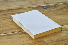 Biała etykietki książka z samolot pokrywą Zdjęcia Stock