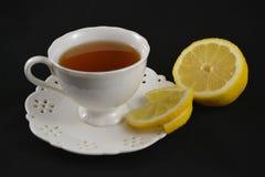 Biała filiżanka herbata na openwork spodeczku Obrazy Stock