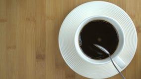Biała filiżanka kawy - bezpośrednio above zbiory wideo