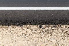 Biała i żółta linia na nowej asfaltowej drodze Obrazy Royalty Free