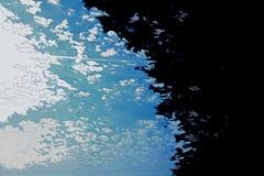 Biała i błękitna tło tekstura Abstrakcjonistyczna mapa z północną linią brzegową, morze, ocean, lód, góry, chmury royalty ilustracja