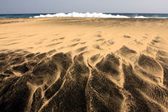 Biała i czarna piasek plaża zdjęcie royalty free