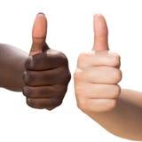 Biała i czarna ręka robi aprobatom Zdjęcia Royalty Free