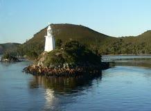 Biała latarnia morska Ostrzegać łodzie zdjęcia royalty free