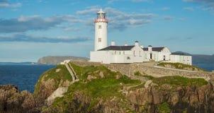Biała latarnia morska przy Fanad głową, Donegal, Irlandia Obrazy Royalty Free