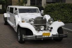 Biała limuzyna brać od prawego przodu Zdjęcie Stock