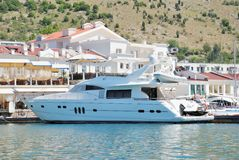 Biała luksusowa łódź Obraz Royalty Free