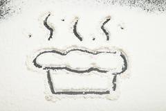 Biała mąka, malujący tort lub kulebiak, zdjęcie royalty free