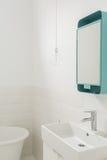 Biała mała łazienka zdjęcia stock