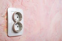 Biała nasadka na menchii ścianie Zdjęcia Stock