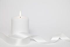 Biała pętla i świeczka zdjęcia royalty free