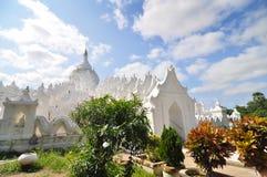 Biała pagoda Hsinbyume paya świątynia w Mandalay (Myatheindan) Fotografia Royalty Free