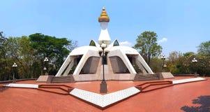 Biała pagoda przy wata Tham Klong Pel świątynią w Nong Bua zwianiu Phu Fotografia Stock