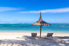 Biała piasek plaża Flic en Flac Mauritius przegapia morze Zdjęcie Stock