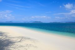 Biała piasek plaża na Khang Khao wyspie Obrazy Stock