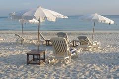 Biała piasek plaża na tropikalnej wyspie Obraz Royalty Free
