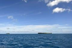 Biała piasek plaża w Polynesia Zdjęcia Royalty Free