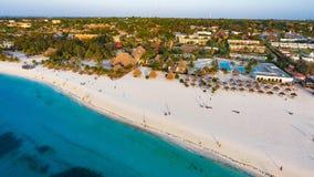 Biała piaskowata plaża Zanzibar Zdjęcie Stock