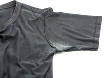Biała plama pod pachą na koszulce odizolowywającej na białym tle zdjęcia stock