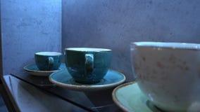 Biała porcelany filiżanka w kawiarni w kuchni lub zdjęcie wideo