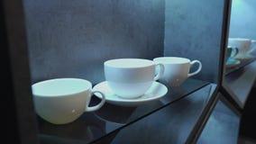 Biała porcelany filiżanka w kawiarni w kuchni lub zbiory