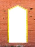 Biała puste miejsce rama Jednakowa lustro na Pomarańczowym ściana z cegieł Zdjęcie Royalty Free