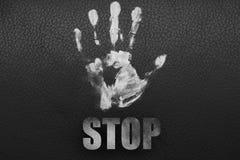 Biała ręka na czarnym tle zdjęcia stock