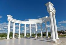 Biała rzeźbiona skład kolumnada w Sergiev Posada, Rosja fotografia royalty free