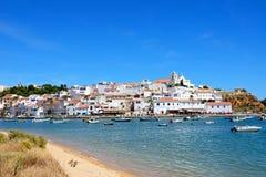 Biała rzeka i, Ferragudo, Portugalia obrazy royalty free