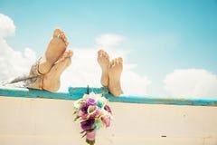 Biała skorupa z pierścionkami, dzień ślubu na plaży fotografia royalty free