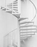 Biała stalowa ślimakowatego schody i bielu ściana Zdjęcia Royalty Free