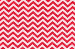 Biała tkanina z czerwonym szewronu wzorem Zdjęcia Royalty Free