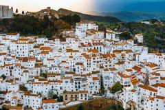 Biała wioski osada blanco Casares, Andalusia, Hiszpania zdjęcie royalty free