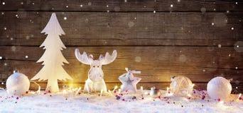 Białe Boże Narodzenie dekoracja Z światłami zdjęcie stock
