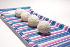 Białe czekoladowe piłki z koksem Fotografia Royalty Free