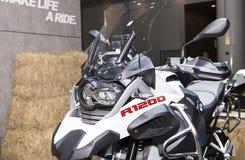 Białe duże roweru BMW serie R1200 Zdjęcie Royalty Free