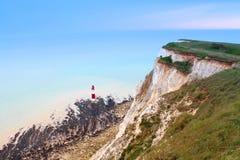 Białe falezy siedem siostr Beachy Kierownicza latarnia morska, część południe Zestrzelają parka narodowego England Zdjęcie Royalty Free