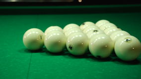 Białe piłki na bajowym zbiory